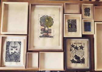 のらちん工房の木製アートフレームと北岡七夏作の木版画アート