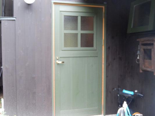 新築住宅のドア
