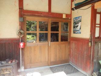 のらちん工房の木製サッシ、玄関戸(レトロスタイル)